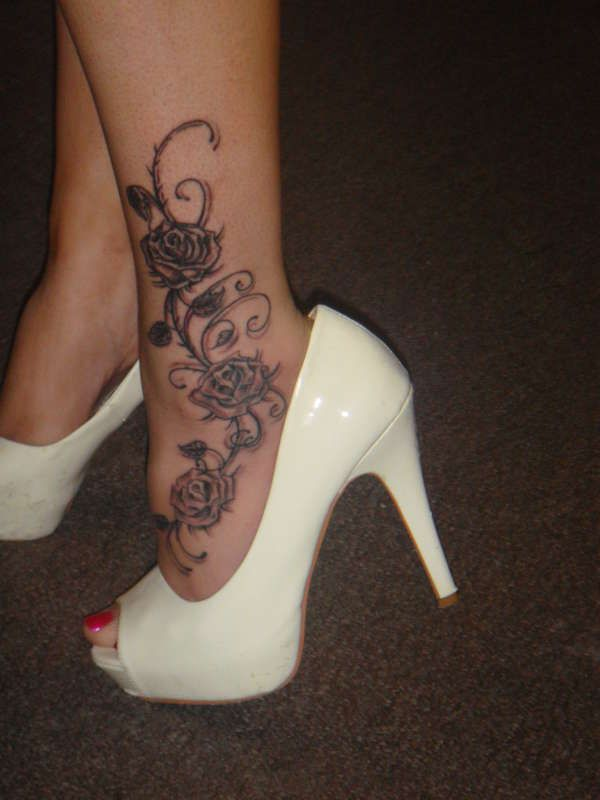 tatoo pied cheville femme