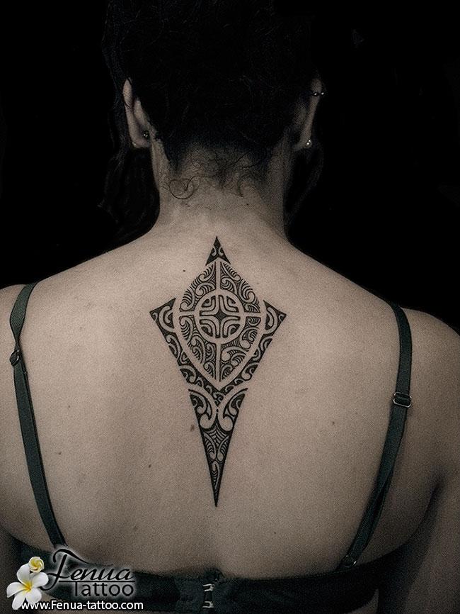 tatoo polynésien dos femme