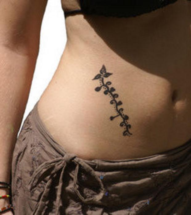 tatouage bas ventre femme