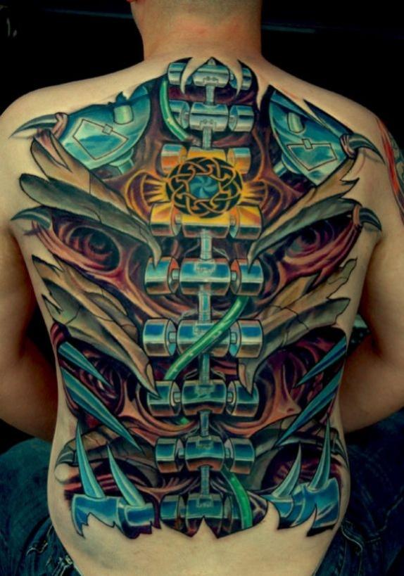 tatouage biomecanique dos