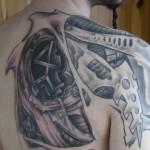 tatouage biomecanique omoplate