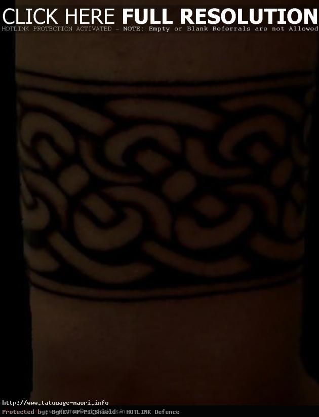tatouage bracelet homme polynésien