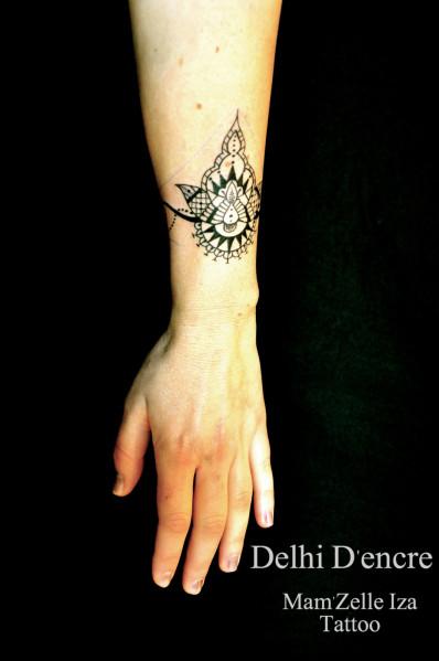 tatouage bracelet indien poignet