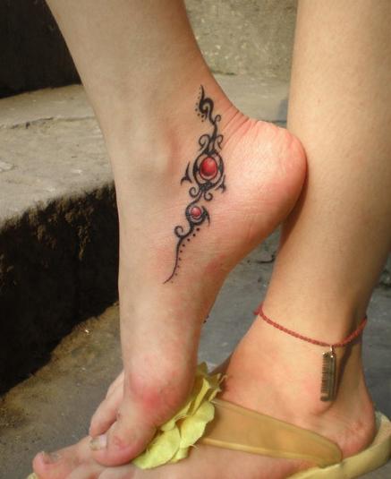 tatouage cheville bracelet femme