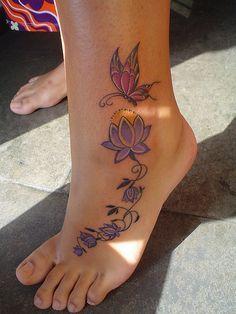 Tatouage cheville pied fleur