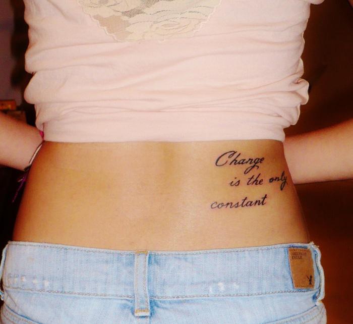 tatouage discret bas ventre