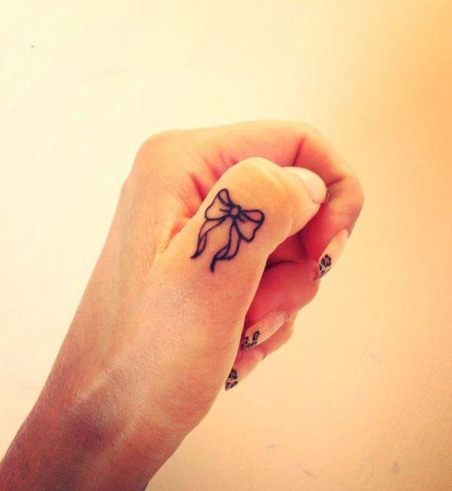 tatouage discret noeud