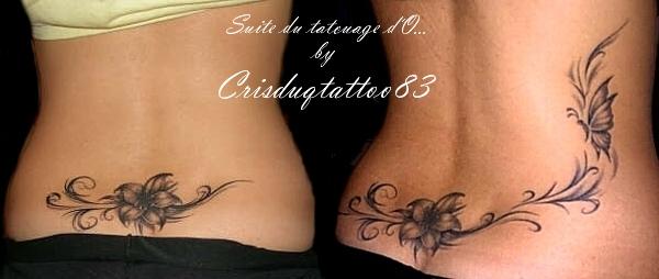 tatouage fleur bas du dos