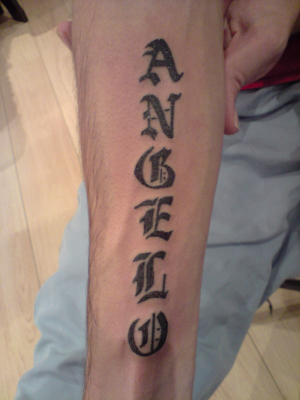 tatouage gothique prenom