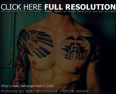 tatouage haut pectoraux