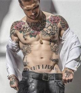 tatouage hirondelle bas du ventre
