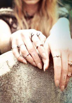 Tatouage hirondelle doigt