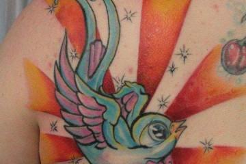 tatouage hirondelle new school