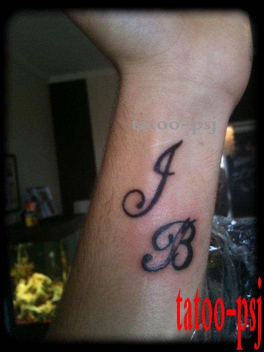 Tatouage initiale jb