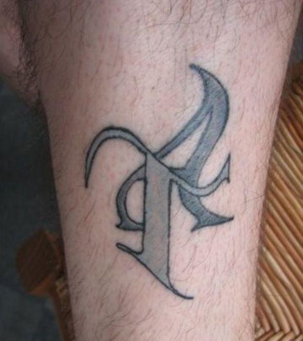 tatouage initiale t