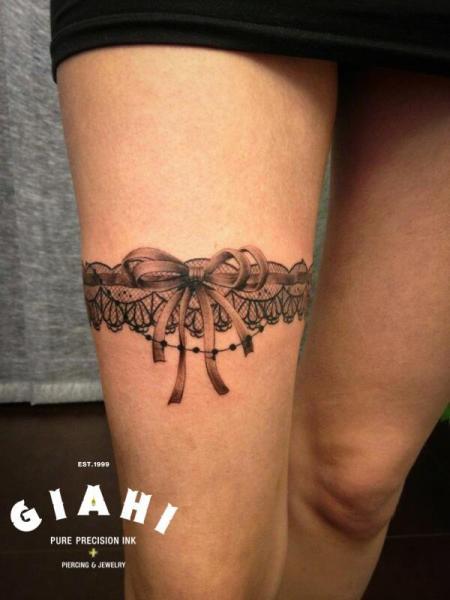 tatouage jarretière tribal
