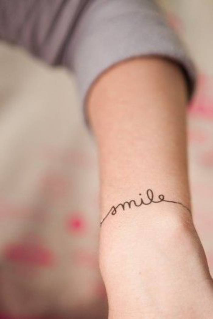 tatouage lettrage discret