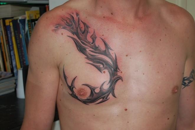 Tatouage loup pectoraux