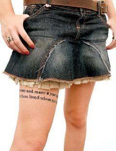tatouage nabila cuisse ecriture