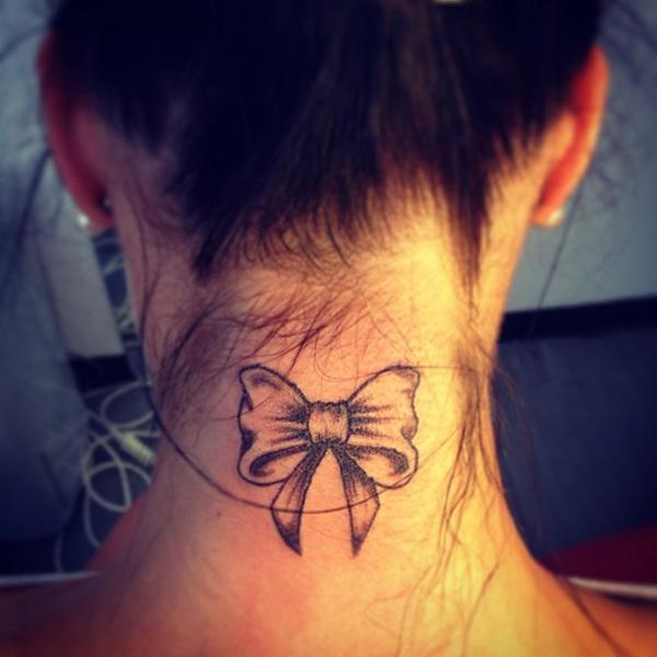 tatouage noeud avec initiale