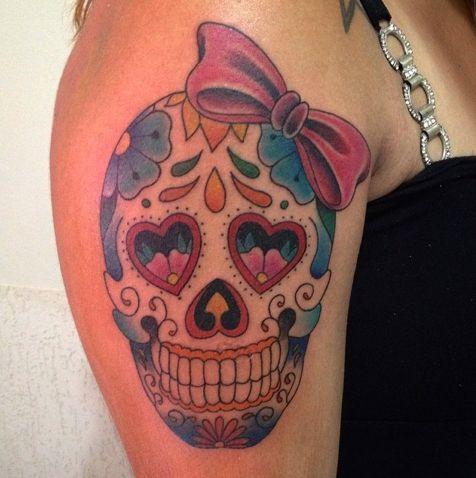 tatouage noeud avec tête de mort