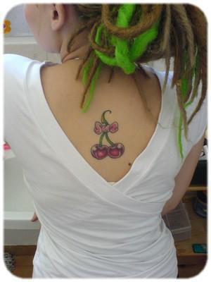 tatouage noeud cerise