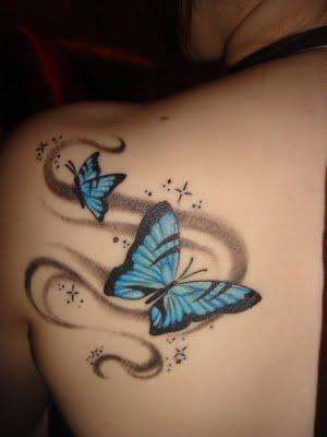 tatouage omoplate papillon