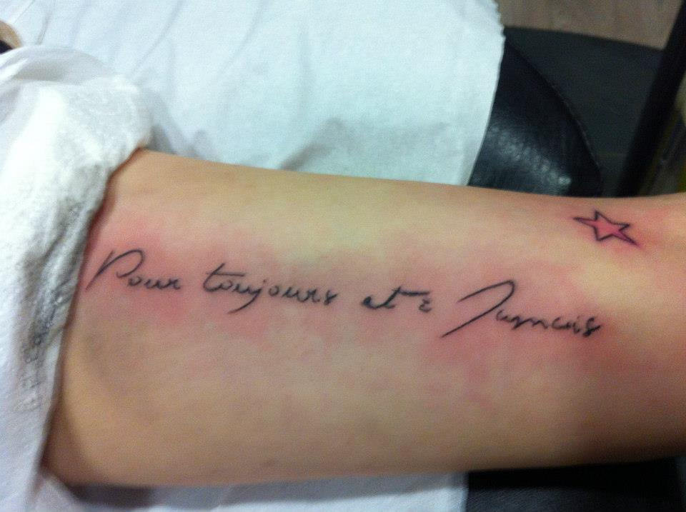 tatouage phrase famille en français
