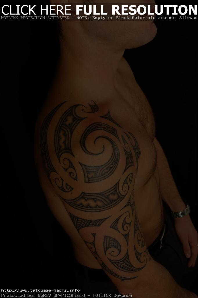 tatouage sur omoplate homme