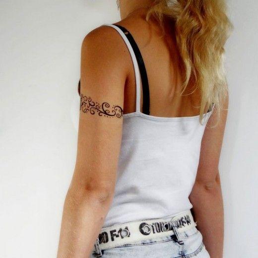 Tatouage tour de bras pour femme