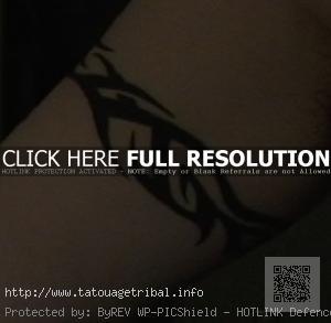 tatouage tribal bras homme bracelet
