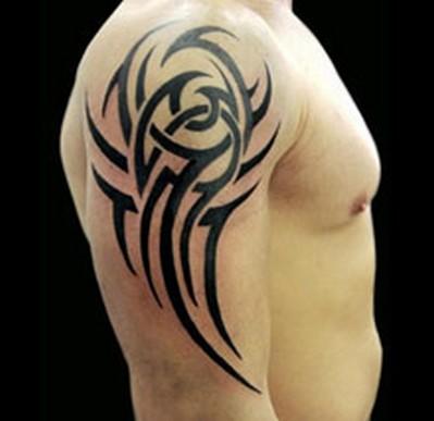 tatouage tribal sur épaule