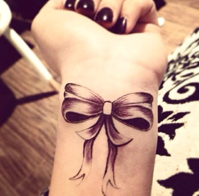 Tattoo noeud noir